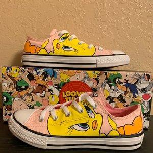 Looney Tunes edition Converse